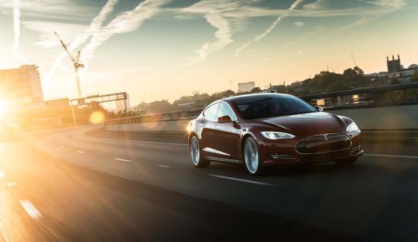 Tesla dünyanın en uzun menzilli elektrik bataryalı otomobilini üretti
