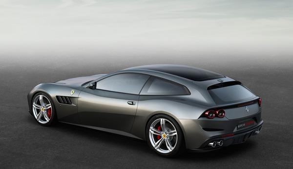 Ferrari, aile arabası üretti
